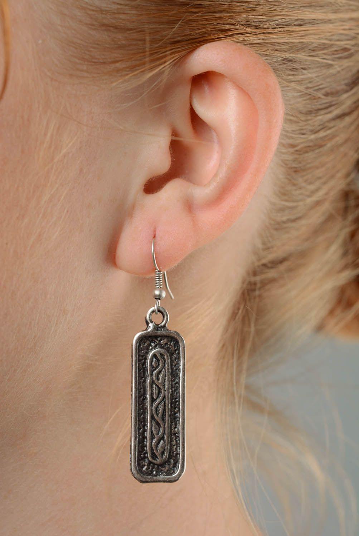 Long metal earrings photo 3
