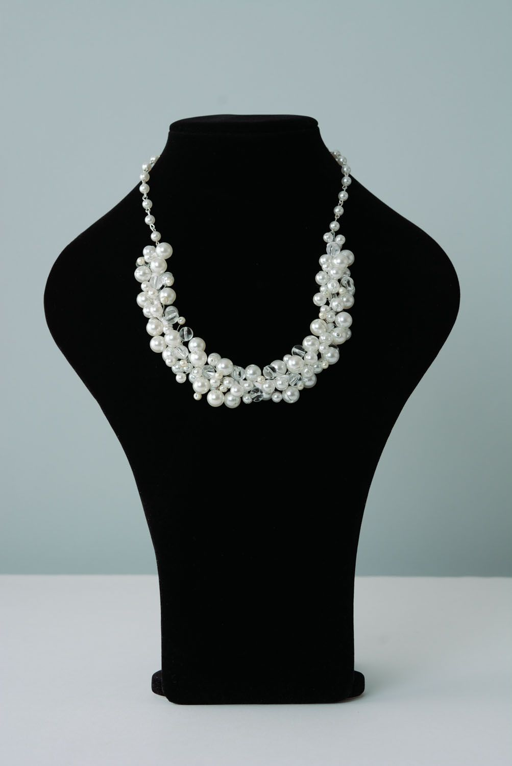 Necklace with pearl-like beads photo 1