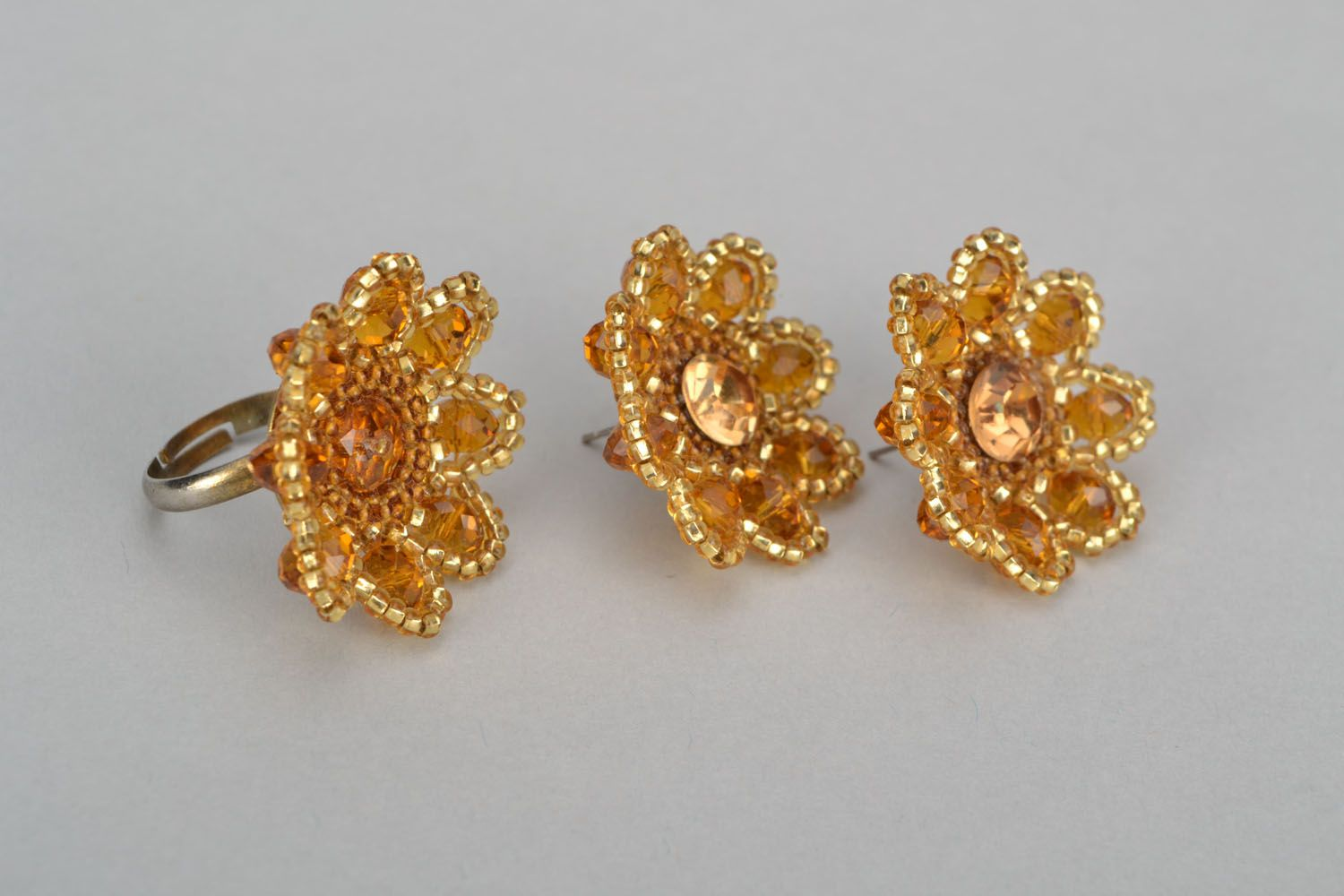 Stud earrings and ring made of beads photo 3