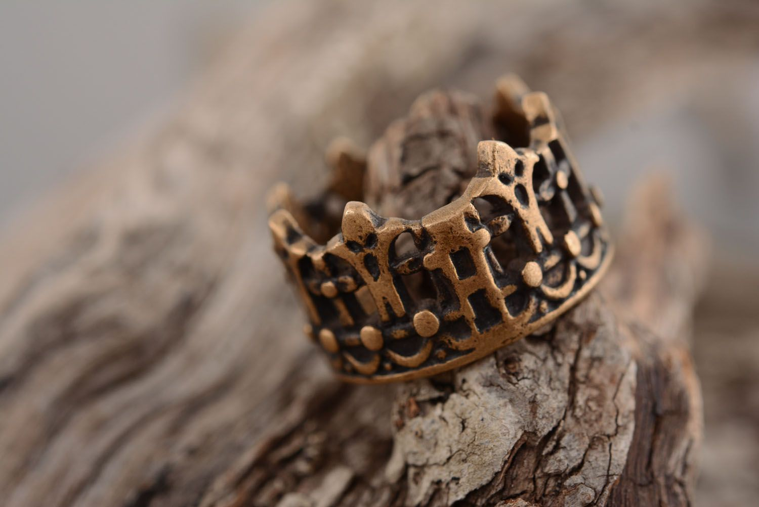 Crown-shaped bronze ring photo 2