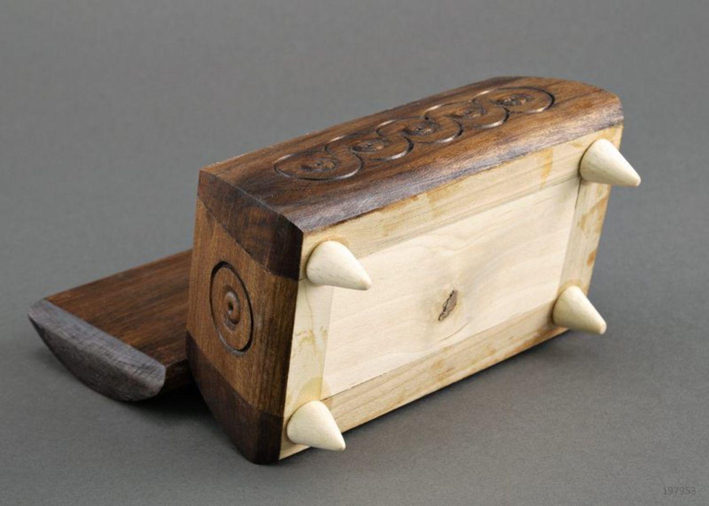 Caja tallada en madera para joyas foto 3