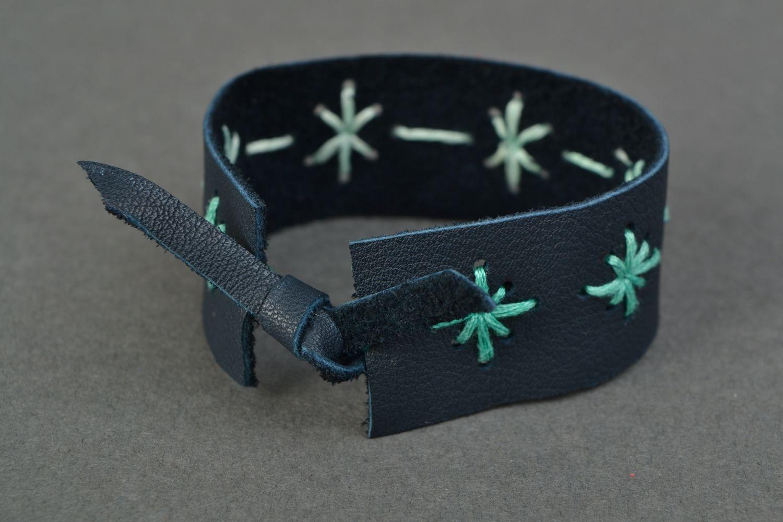 Blue leather bracelet with pattern photo 4