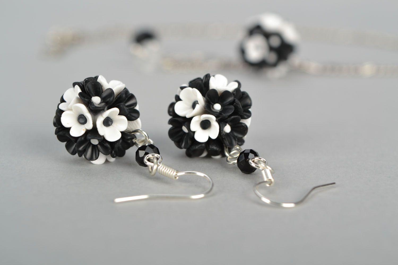 Plastic jewelry set Black and White photo 4