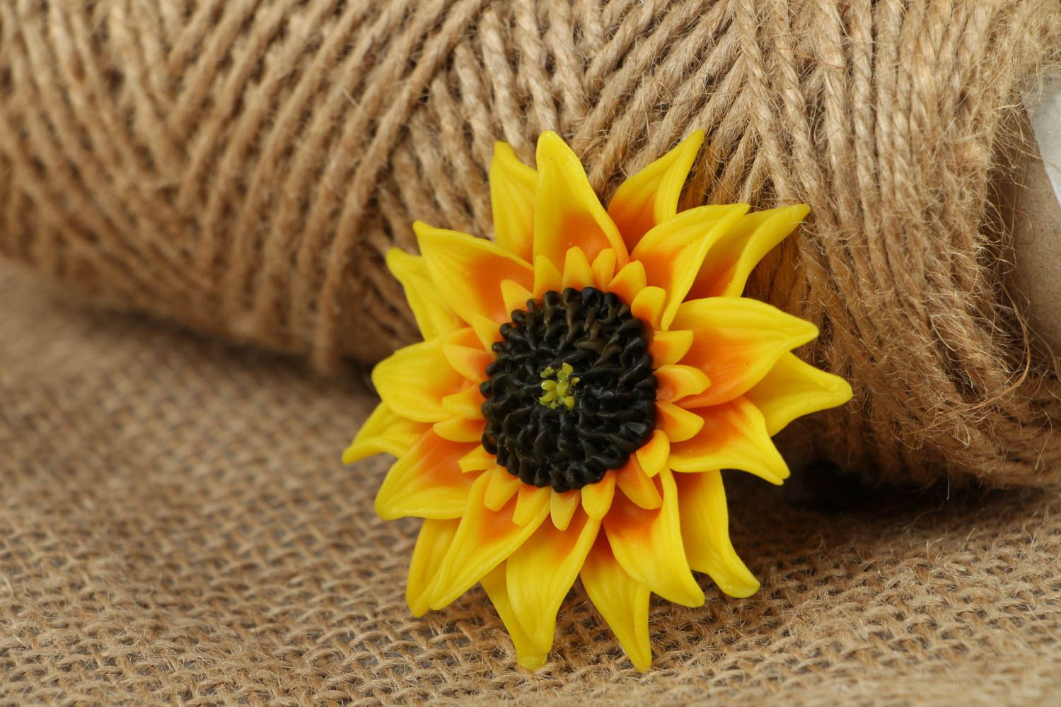 Women's plastic brooch in the shape of sunflower photo 5