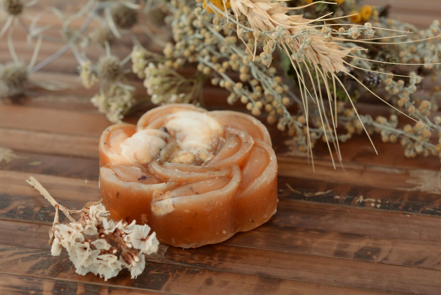 Natural flower-shaped soap photo 1