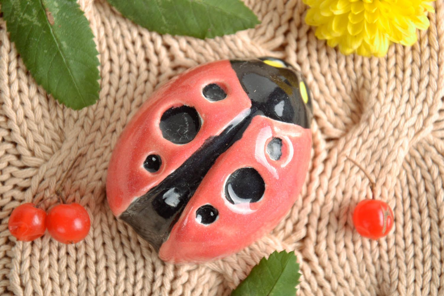 Fridge magnet in the form of a ladybug photo 1
