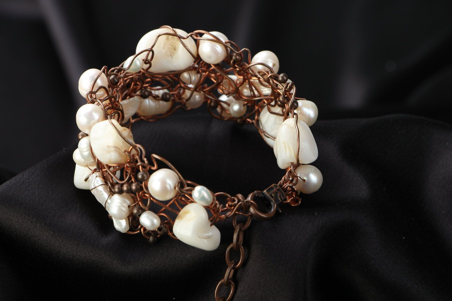 Copper bracelet with pearl and nacre photo 3