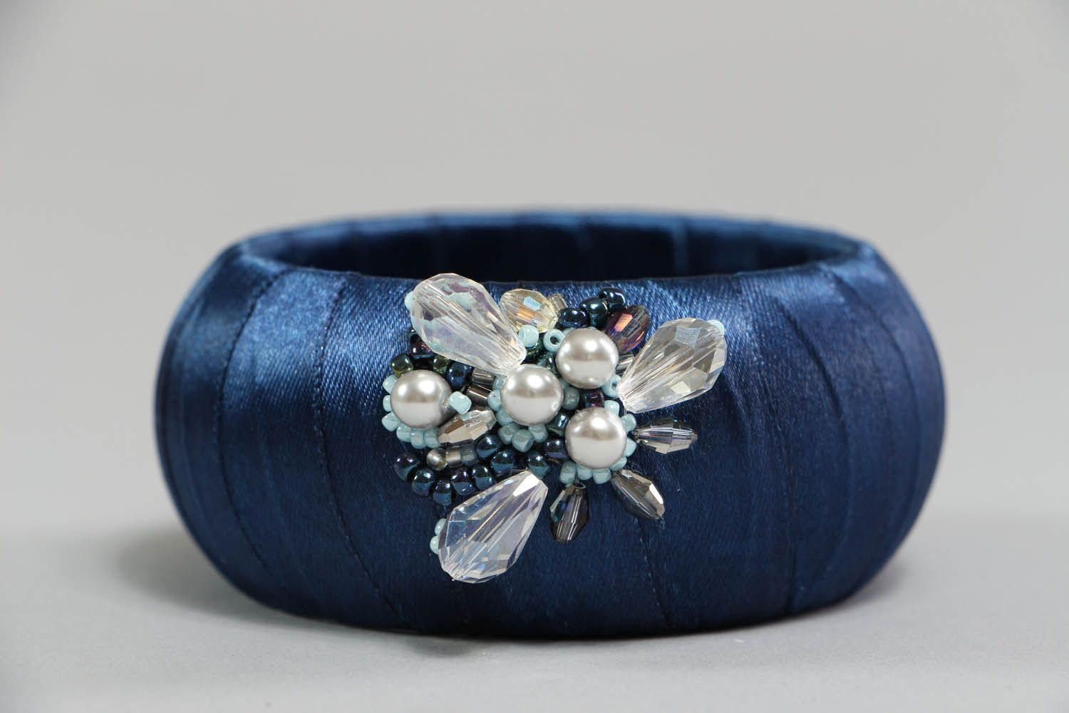 Bracelet with pearls and crystal  photo 2