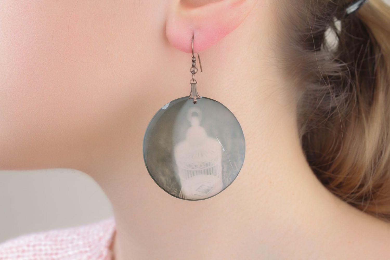 Epoxy resin earrings Negative photo 1