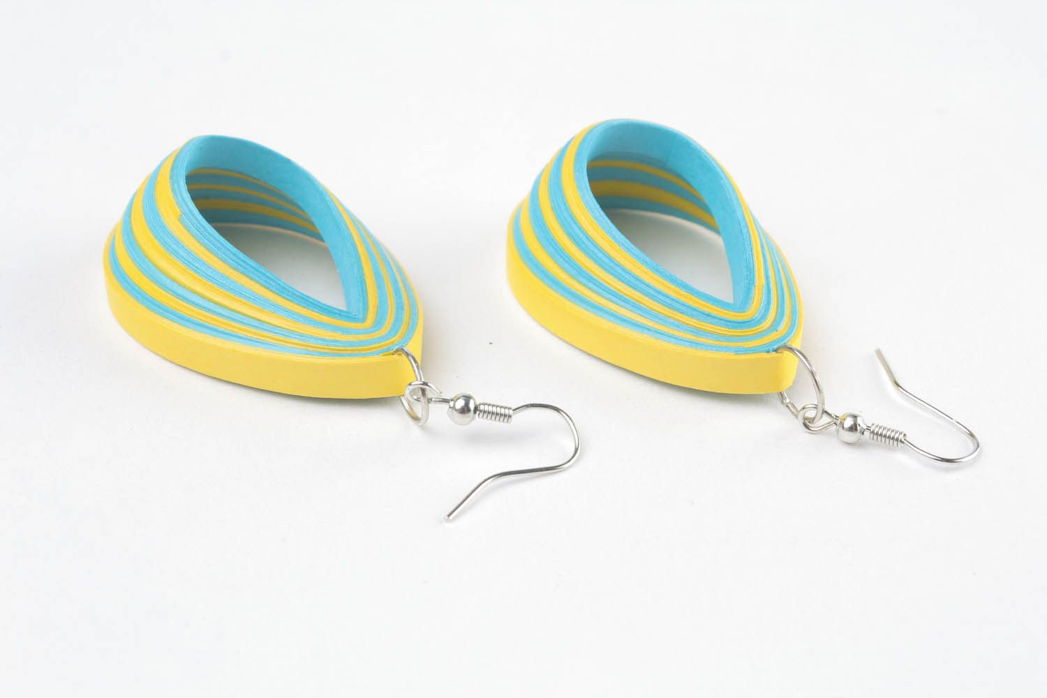Two-tone paper earrings photo 3