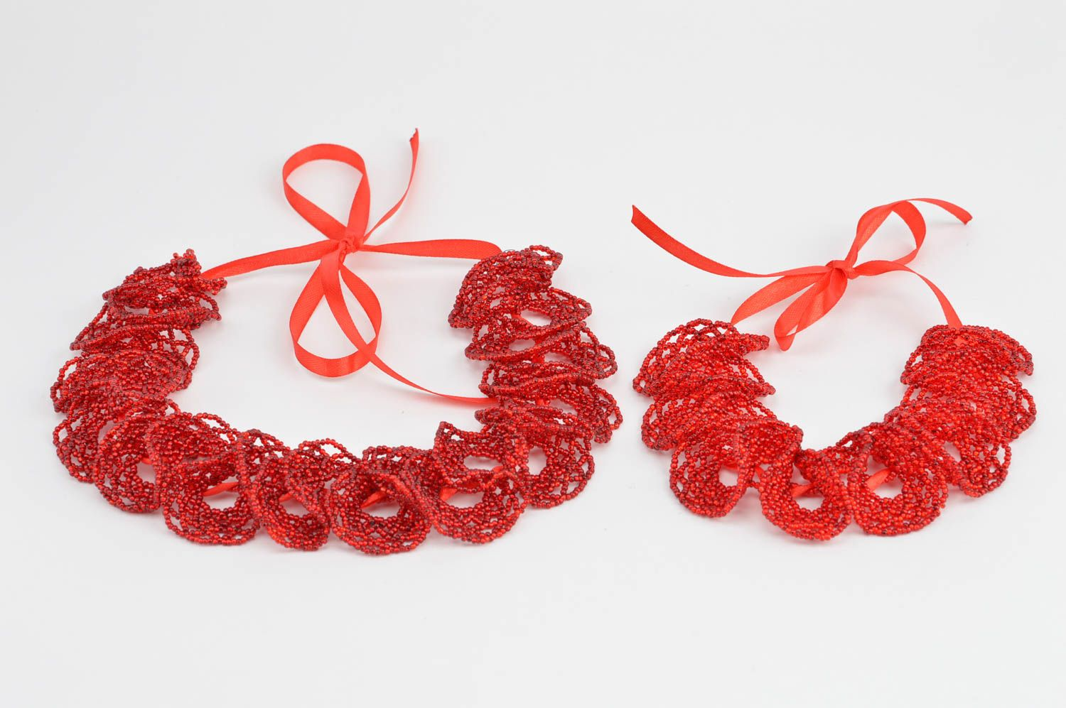 Set of handmade red bead woven jewelry 2 items wrist bracelet and necklace photo 2