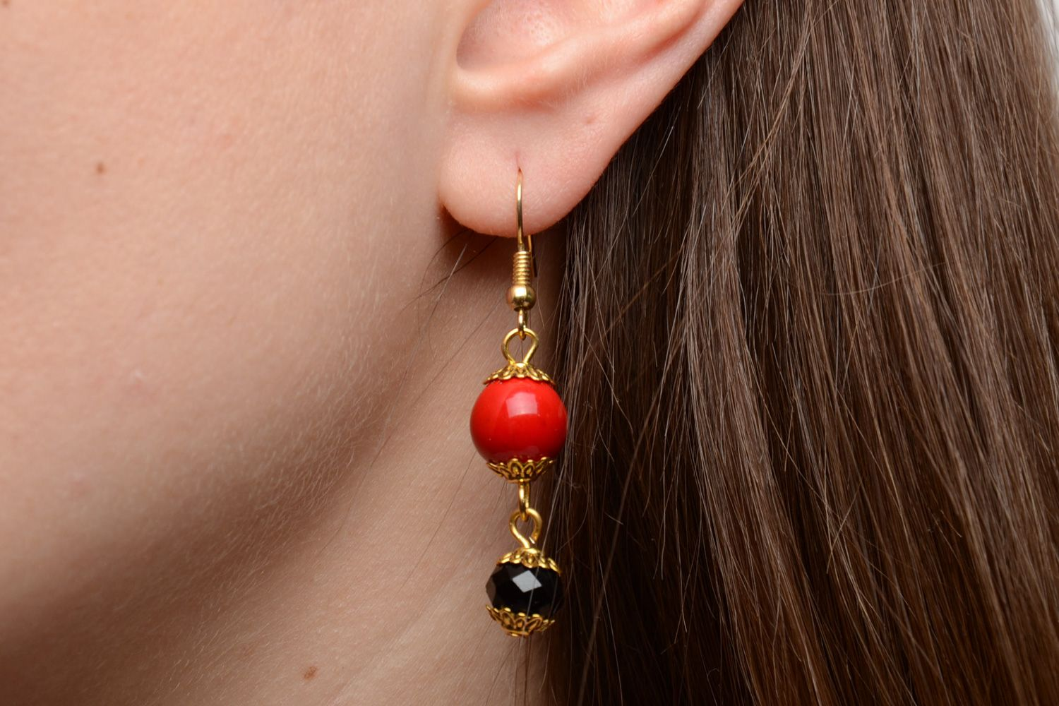 Handmade dangle earrings with artificial coral and faceted beads red and black photo 5