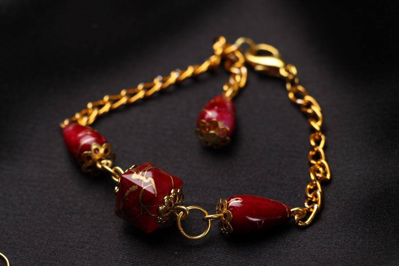 Acrylic earrings and bracelet photo 3