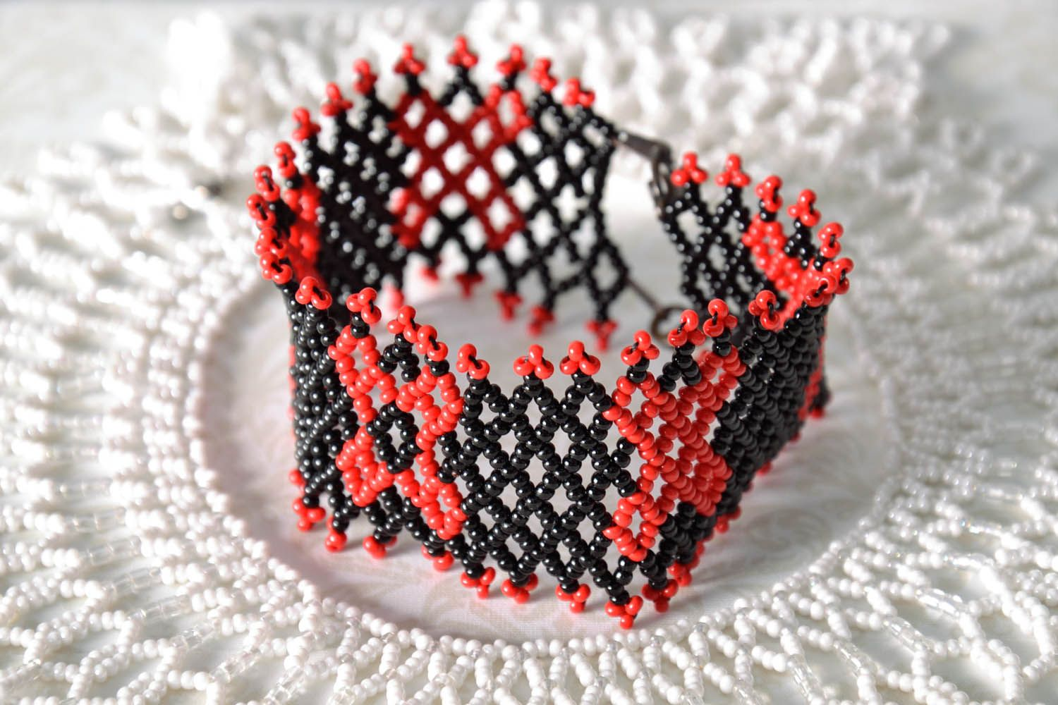 Wide red and black beaded bracelet photo 1