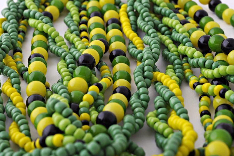 Зеленые бусы из бисера фото 3