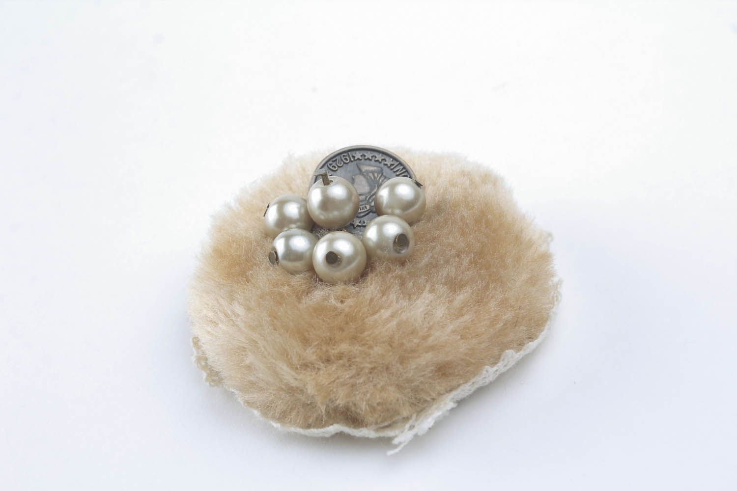 Round fur brooch photo 3