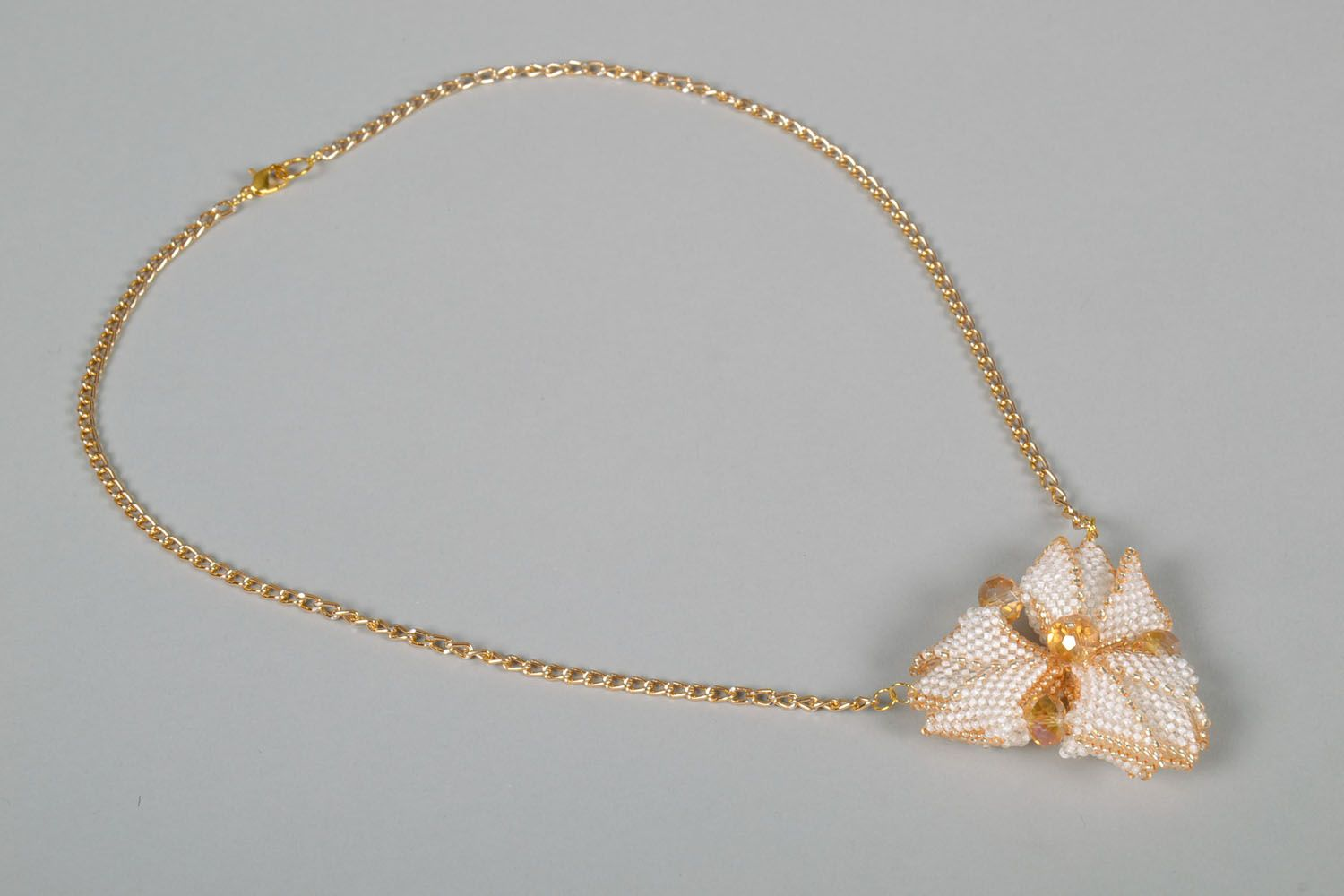 Beaded pendant in the shape of a flower photo 3