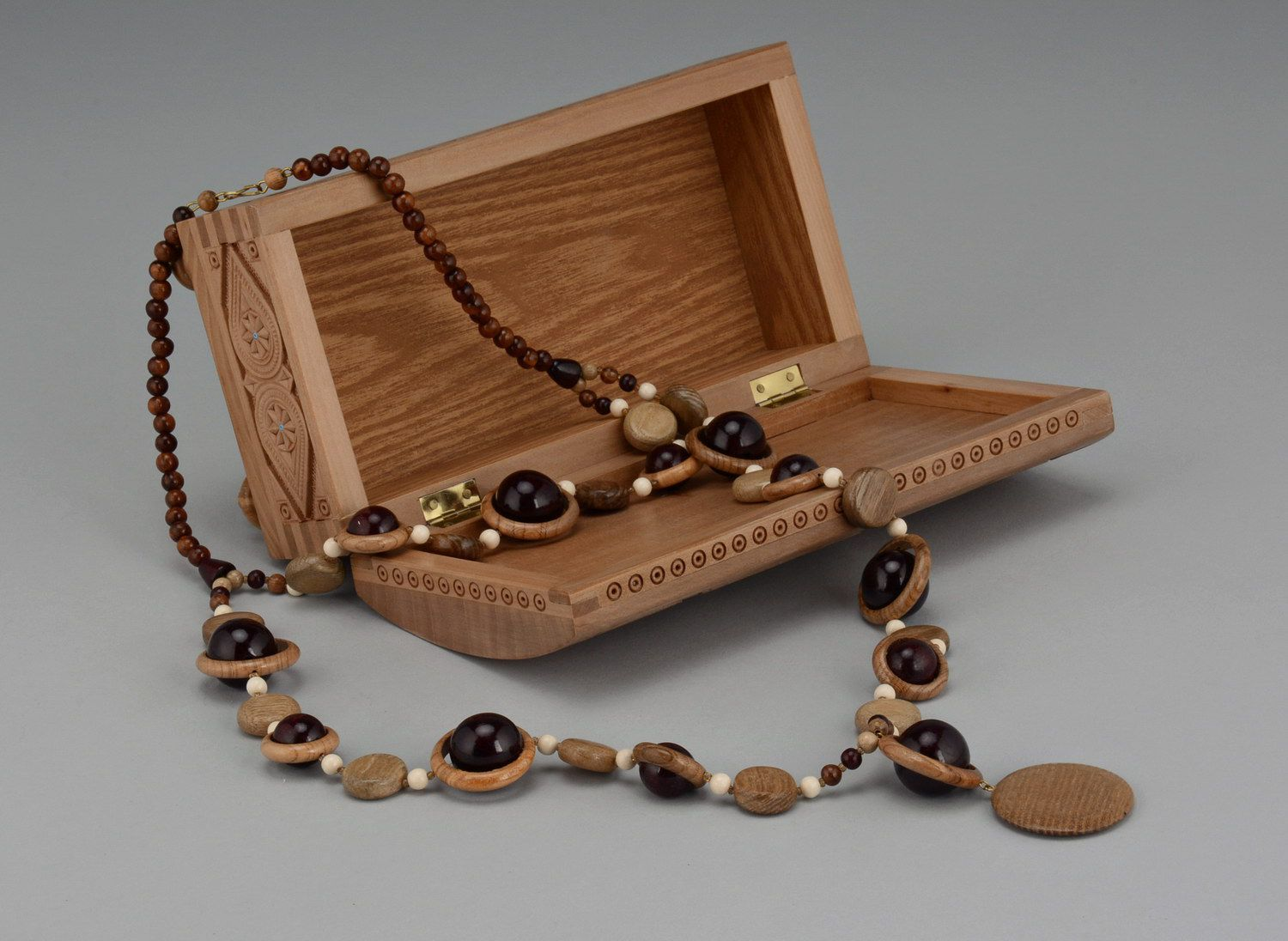 Wooden beaded necklace with clasp photo 3