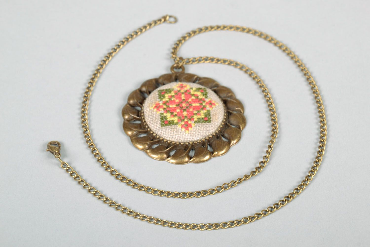 Embroidered pendant photo 5