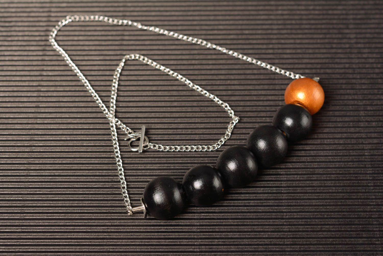 Collier en perles de bois sur chaîne métallique fait main original élégant photo 1