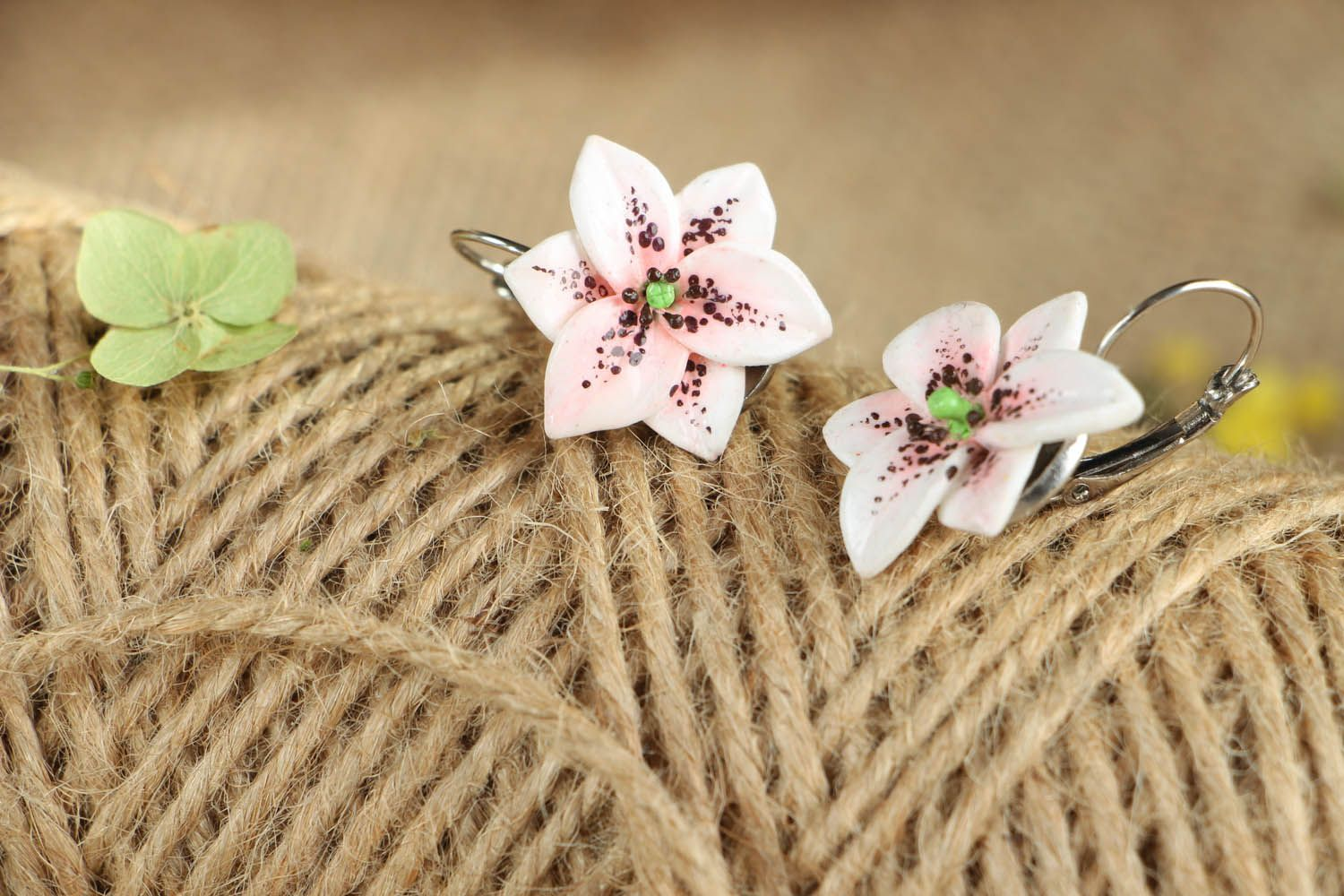 Lily earrings photo 3