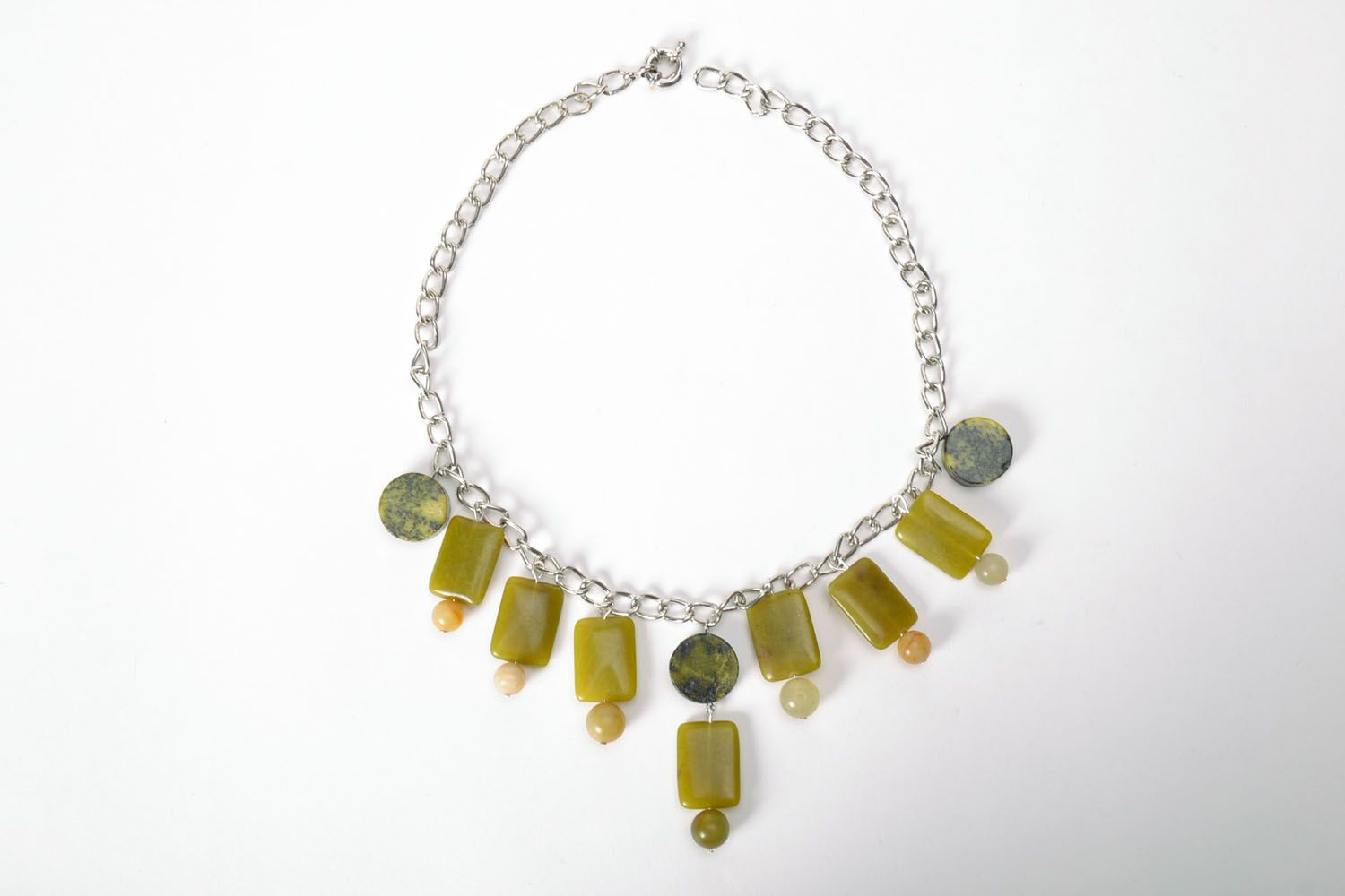 Fashion necklace of olive color  photo 2