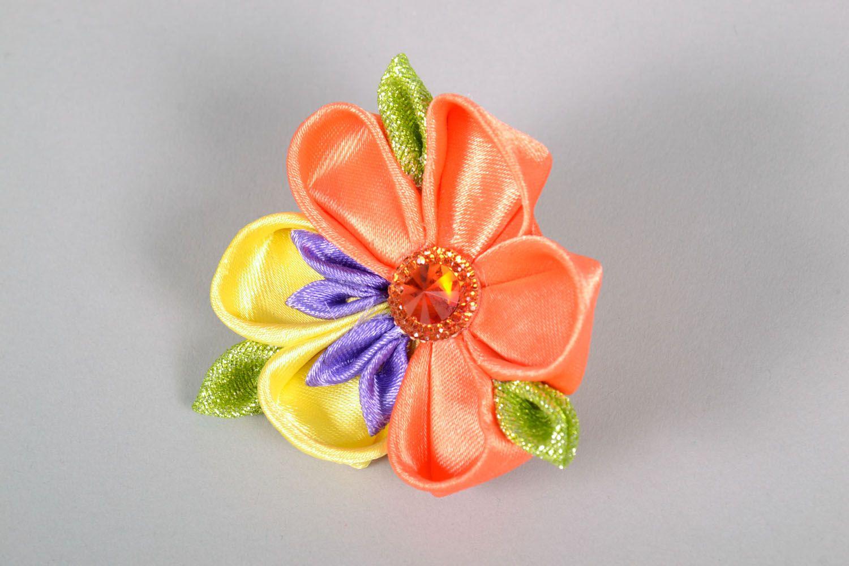 Kanzashi flower scrunchy photo 2