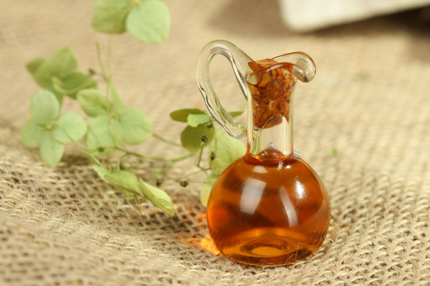 аromatherapy Oil perfume with a spicy scent - MADEheart.com