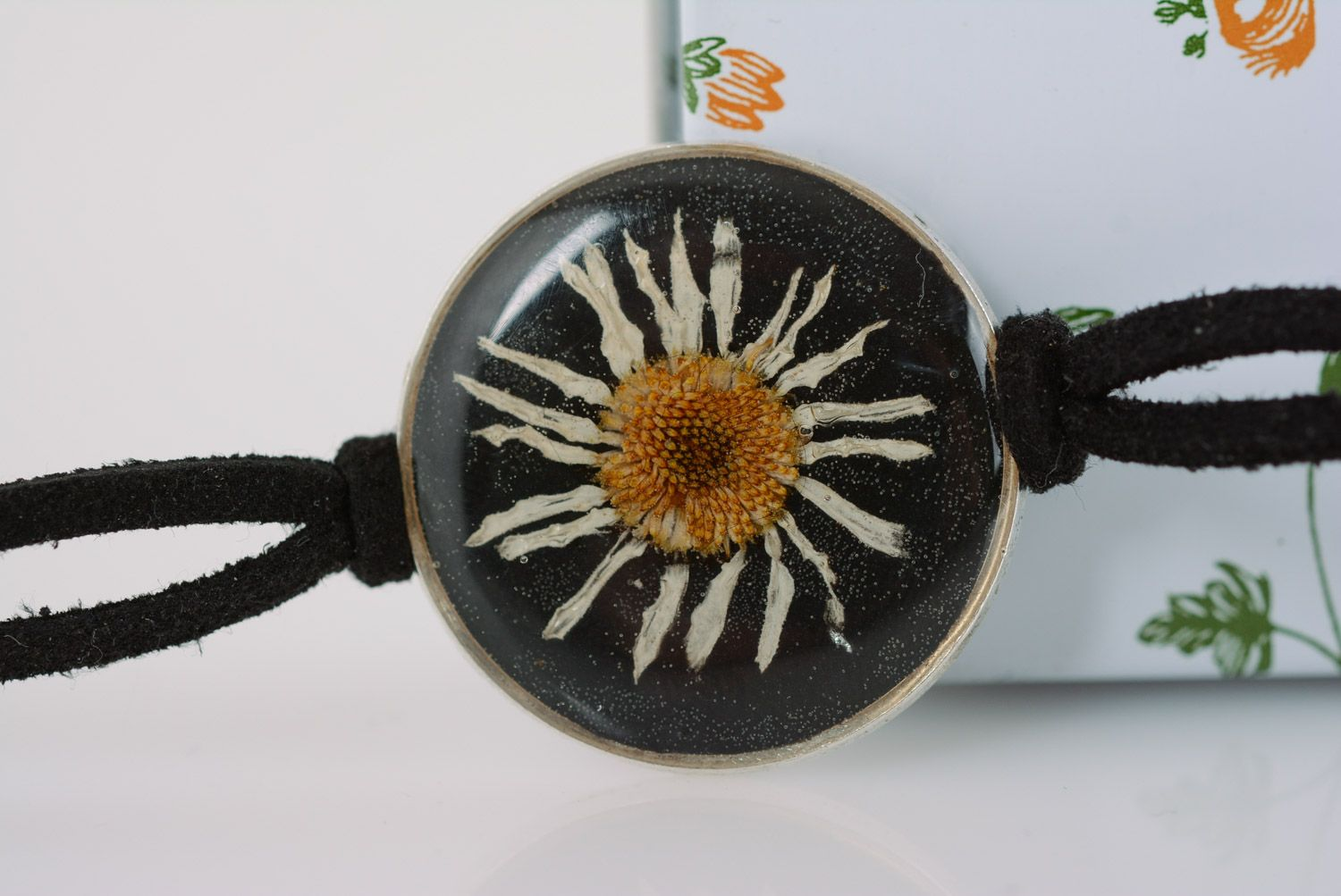 Handmade women's wrist bracelet with chamomile in epoxy resin and leather cord photo 1