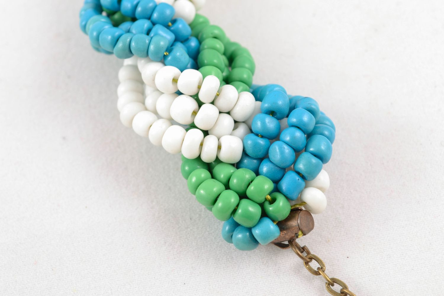 Light beaded necklace of three colors photo 3