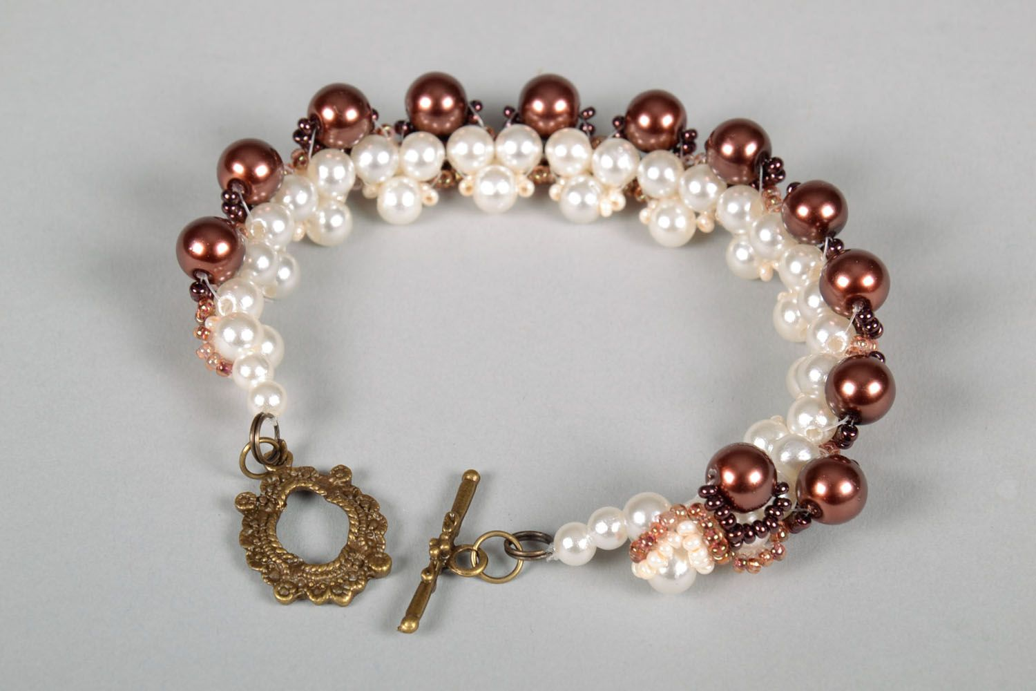 Bracelet with artificial pearls photo 3