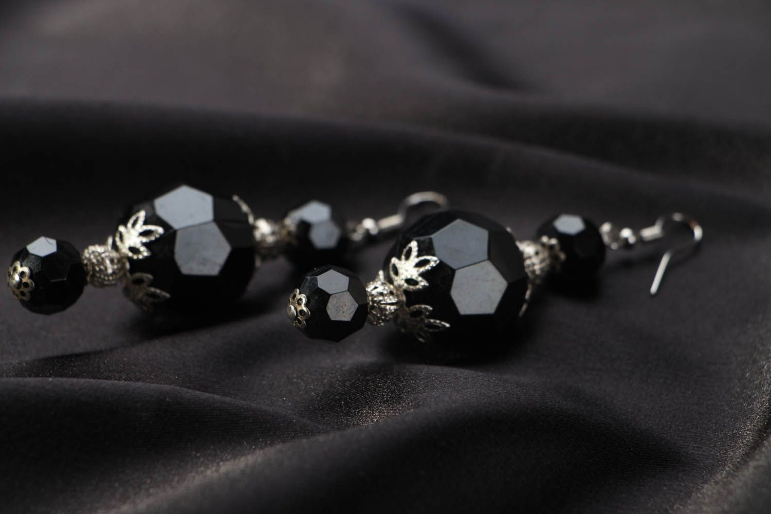 Earrings with large black beads photo 2
