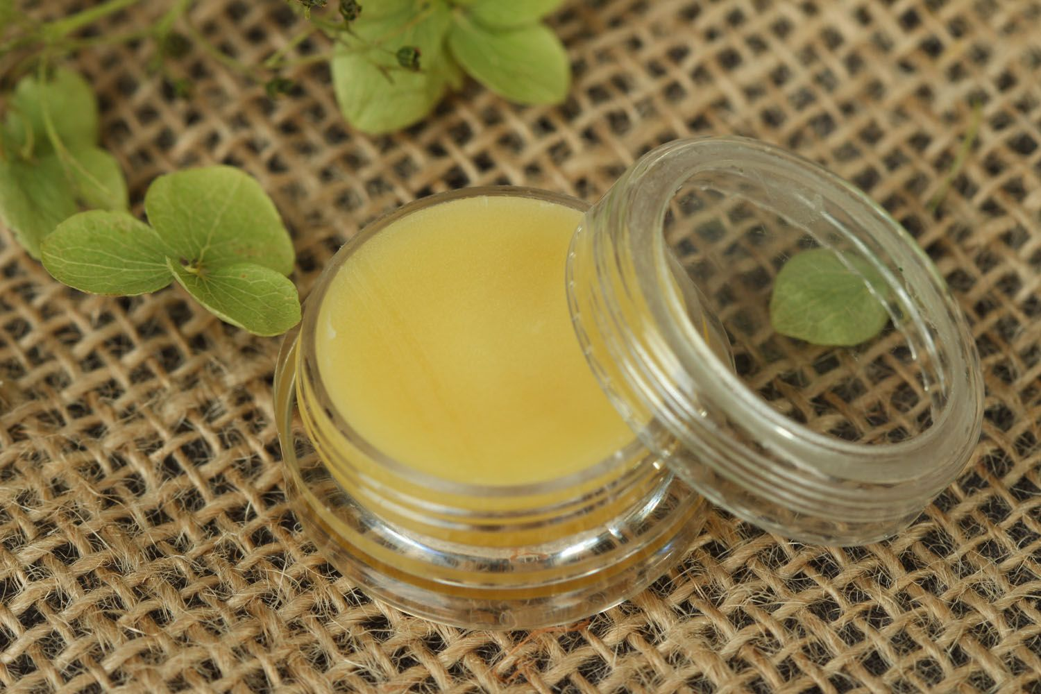 Solid perfume with fresh aroma photo 1
