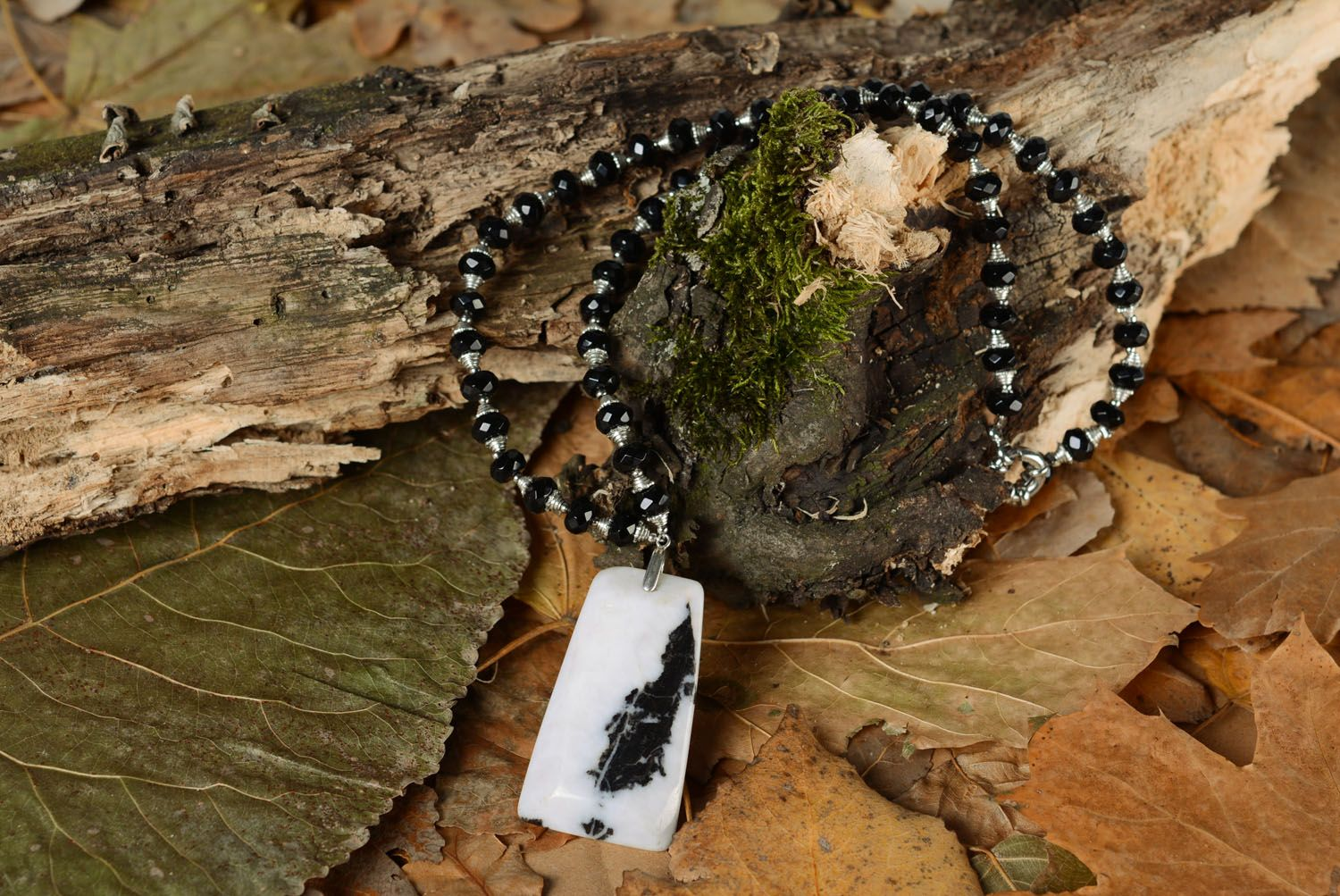 Necklace made of black zebra agate photo 1
