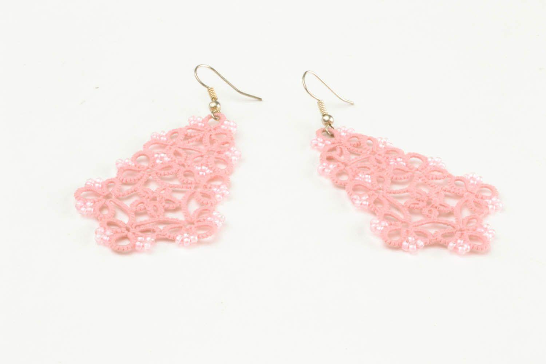 Розовые ажурные серьги фото 4