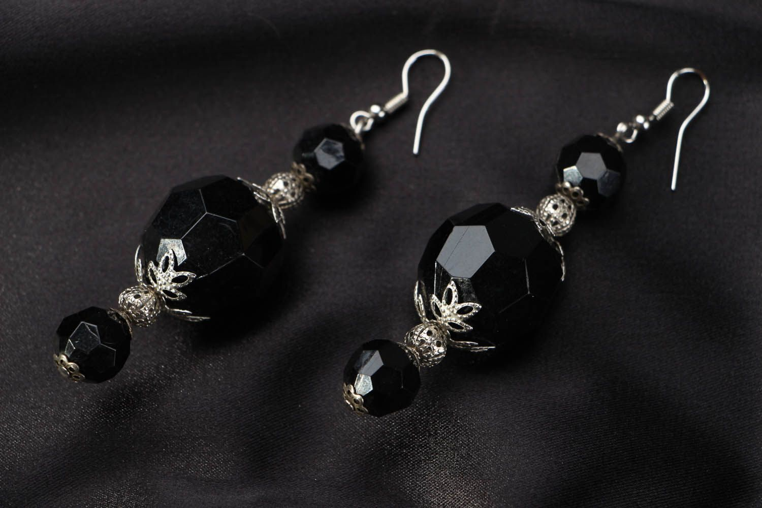 Earrings with large black beads photo 1