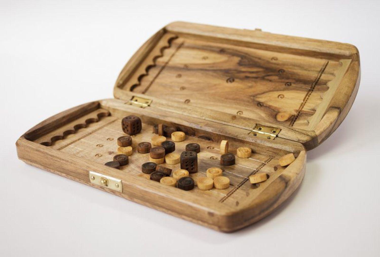 Backgammon made of natural wood photo 1