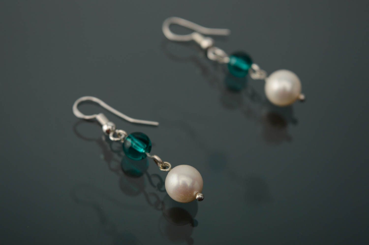 dangle earrings Silver pearl earrings with beads - MADEheart.com