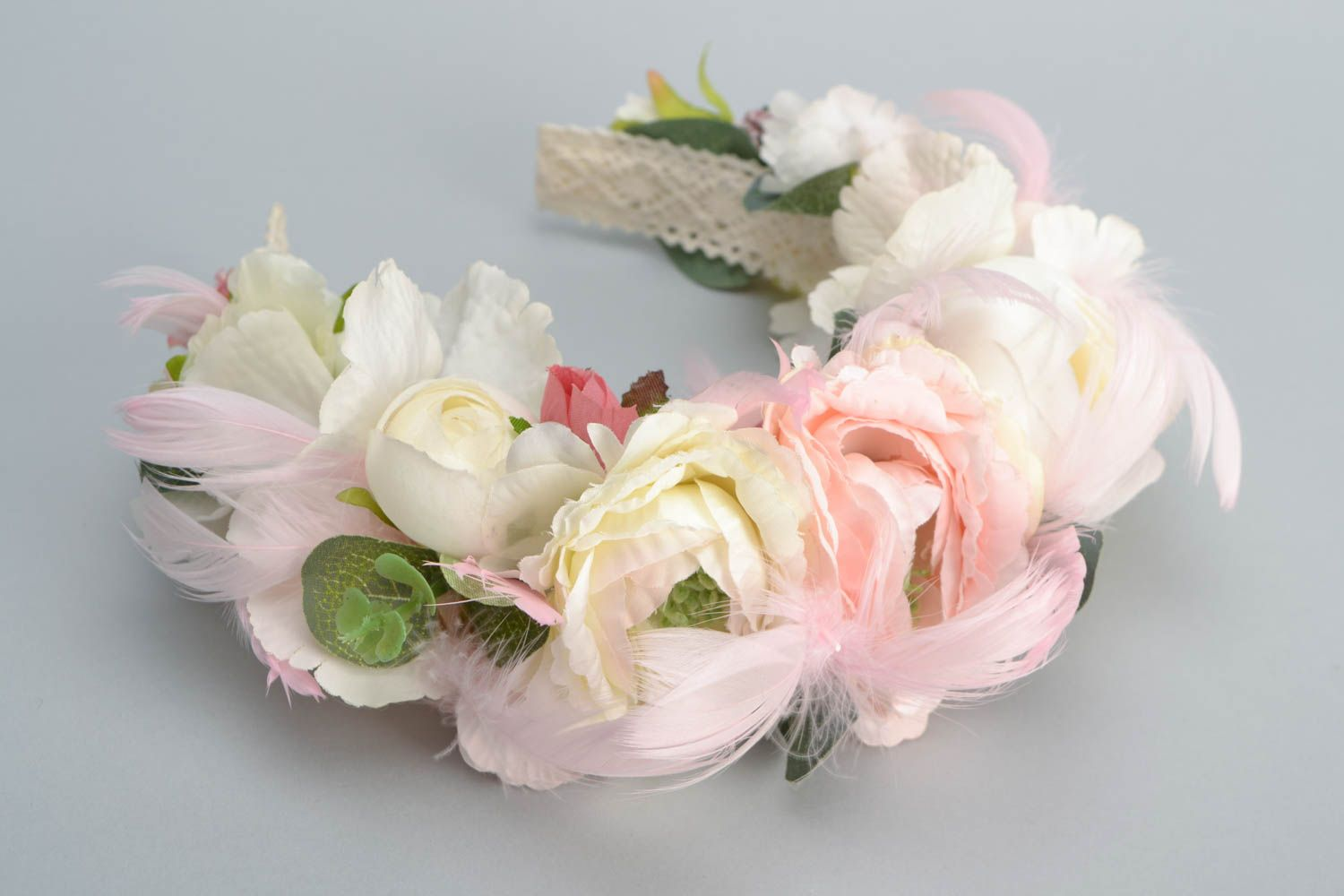 Headband with artificial flowers and feathers photo 3