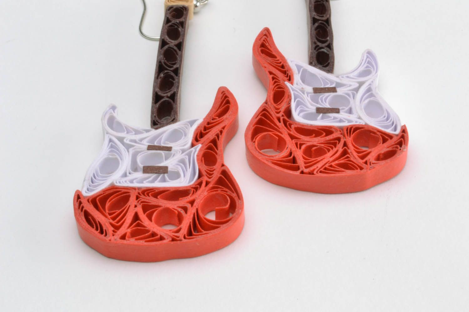 Paper earrings in the shape of guitars photo 5