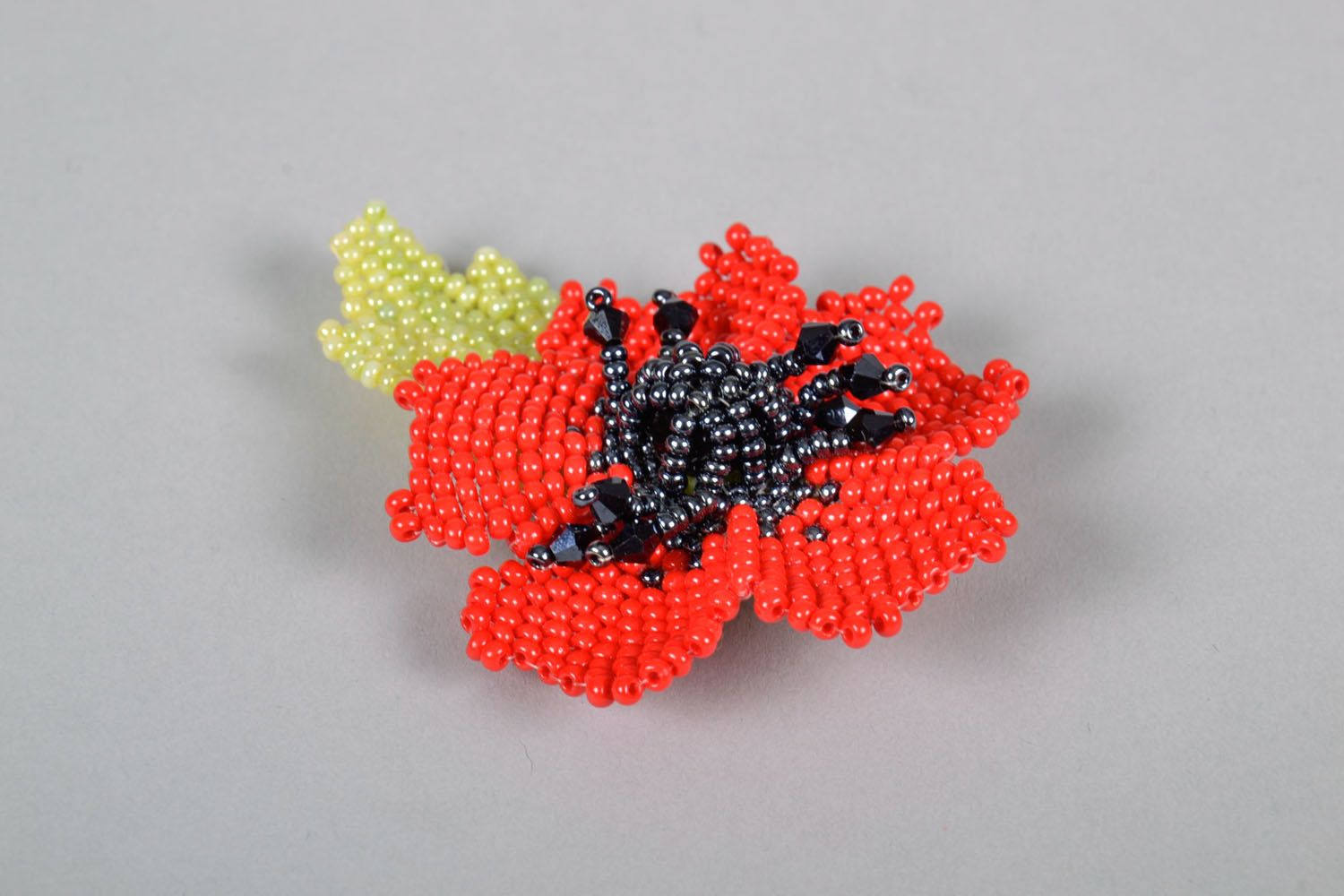 Beaded brooch in the shape of a flower photo 3