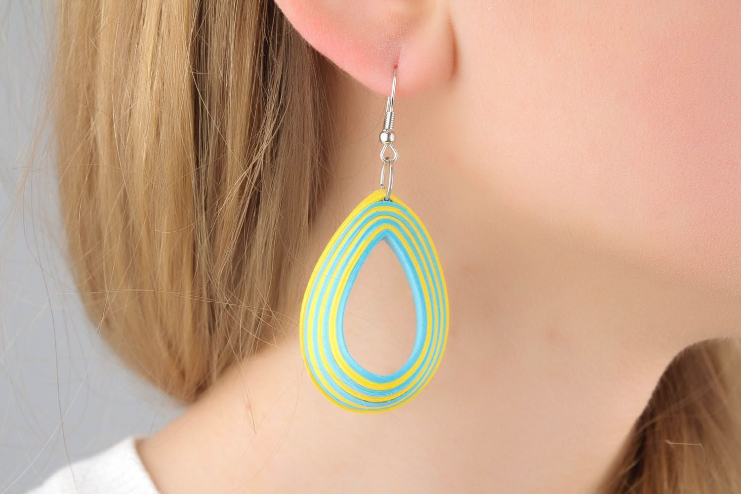 Two-tone paper earrings photo 1