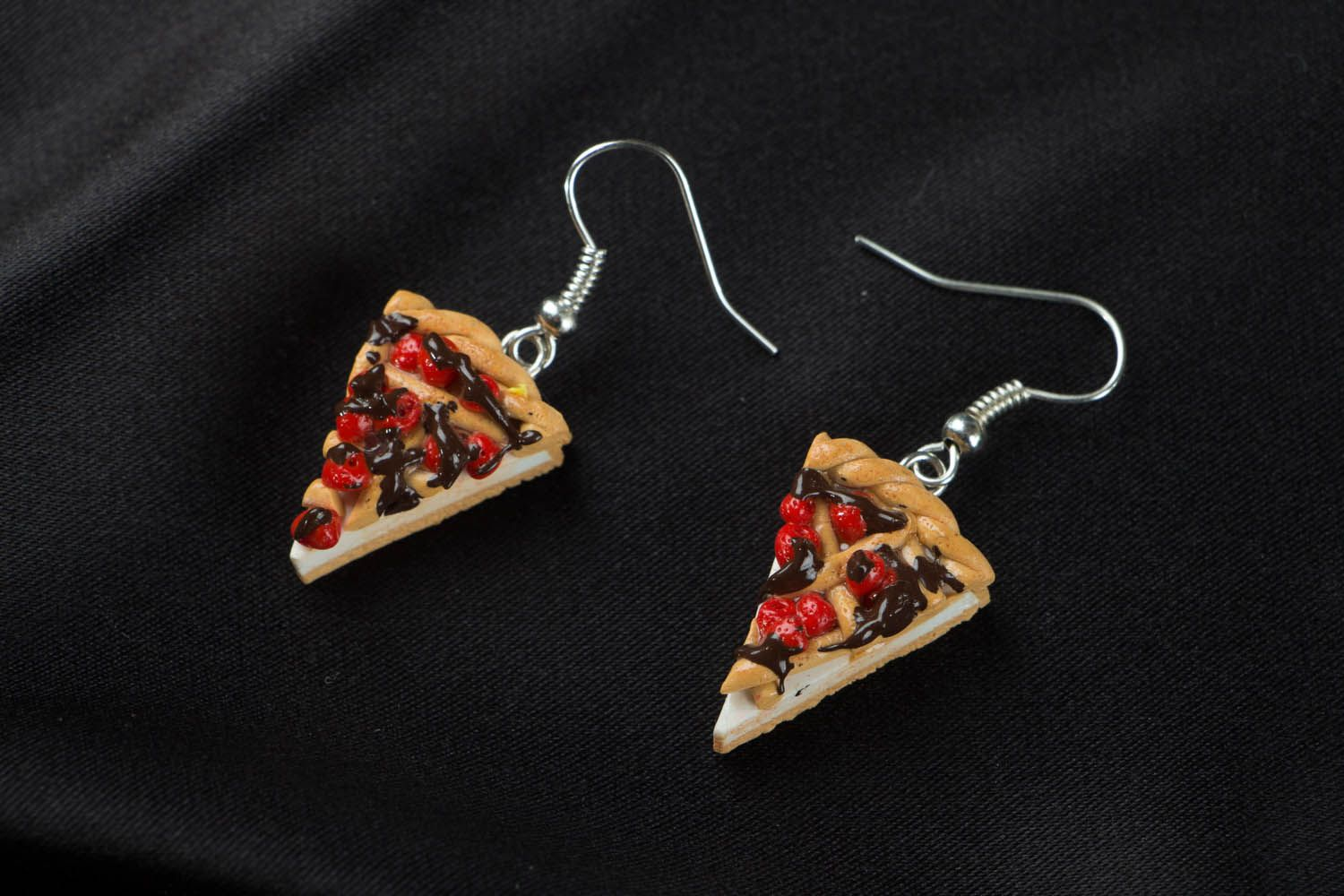 Earrings with charms in the shape of pizza photo 1