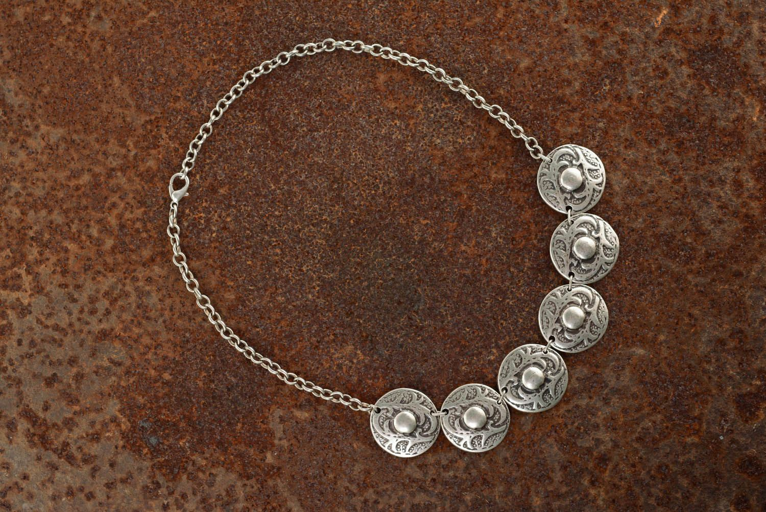 Necklace made of metal alloy photo 4