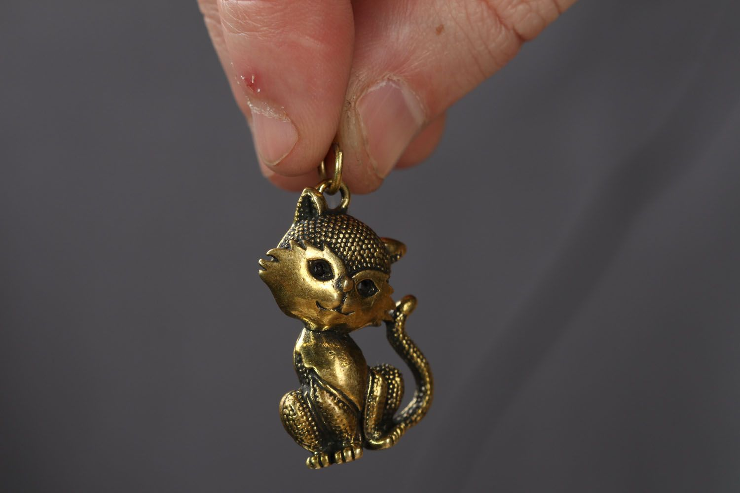 Bronze pendant in the shape of kitty Miss Charm photo 3