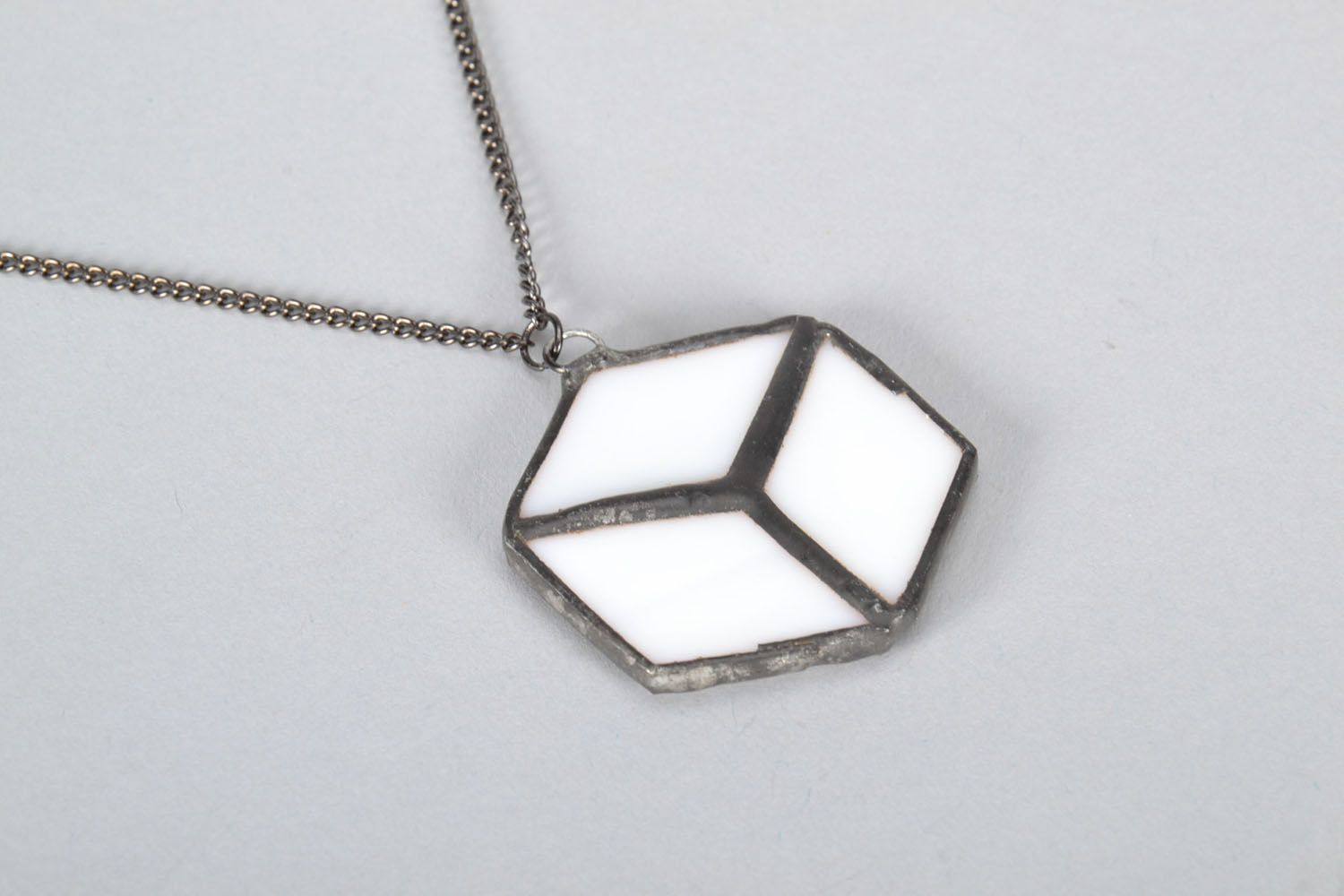 Glass pendant in the form of cube photo 3