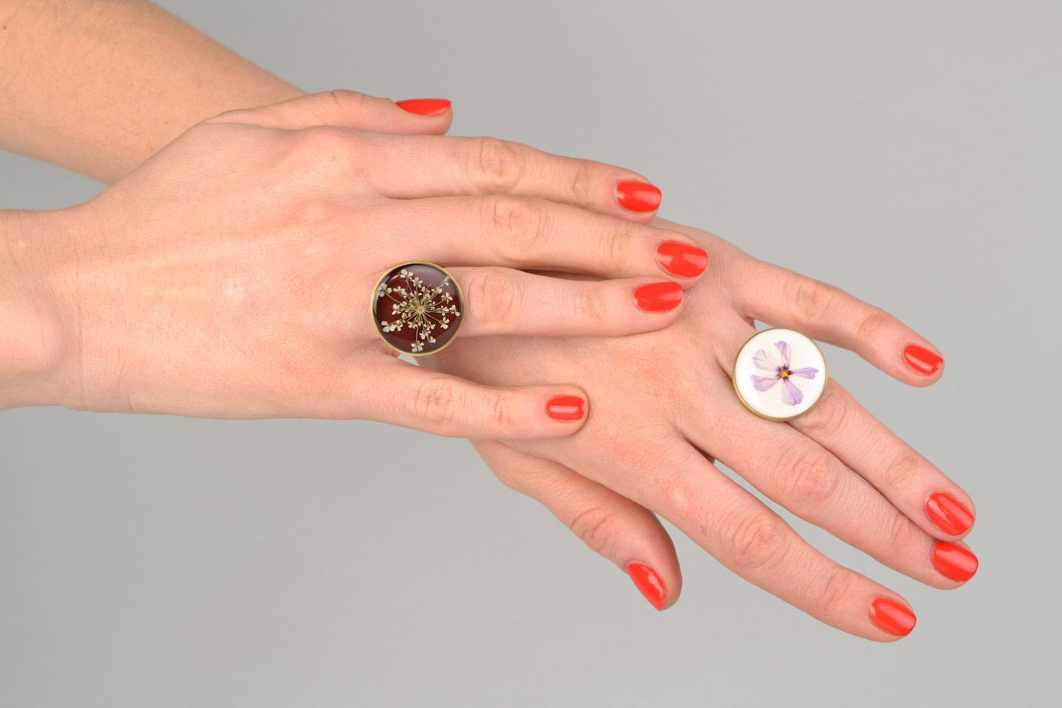 Two handmade flat round rings with natural flowers in epoxy resin for women photo 2