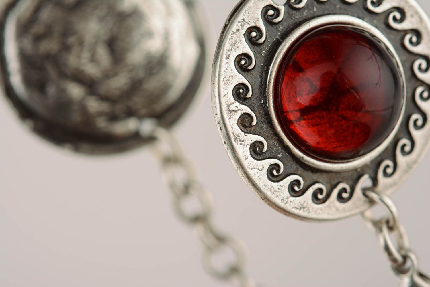 Metal bracelet with red inserts photo 2
