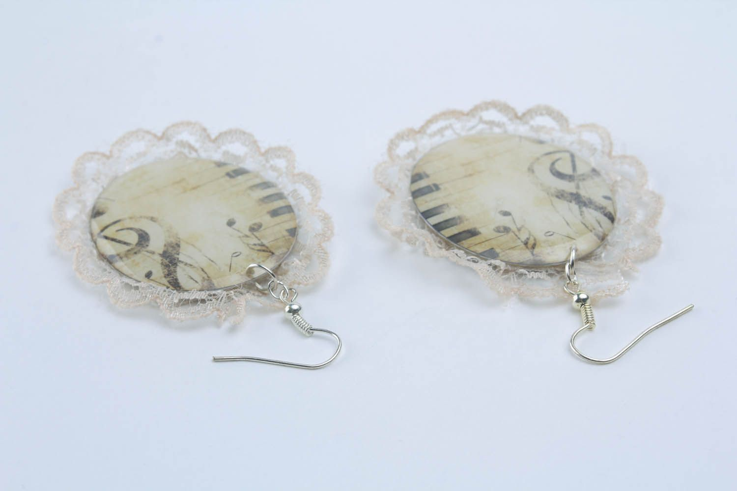 Handmade earrings with lace photo 2