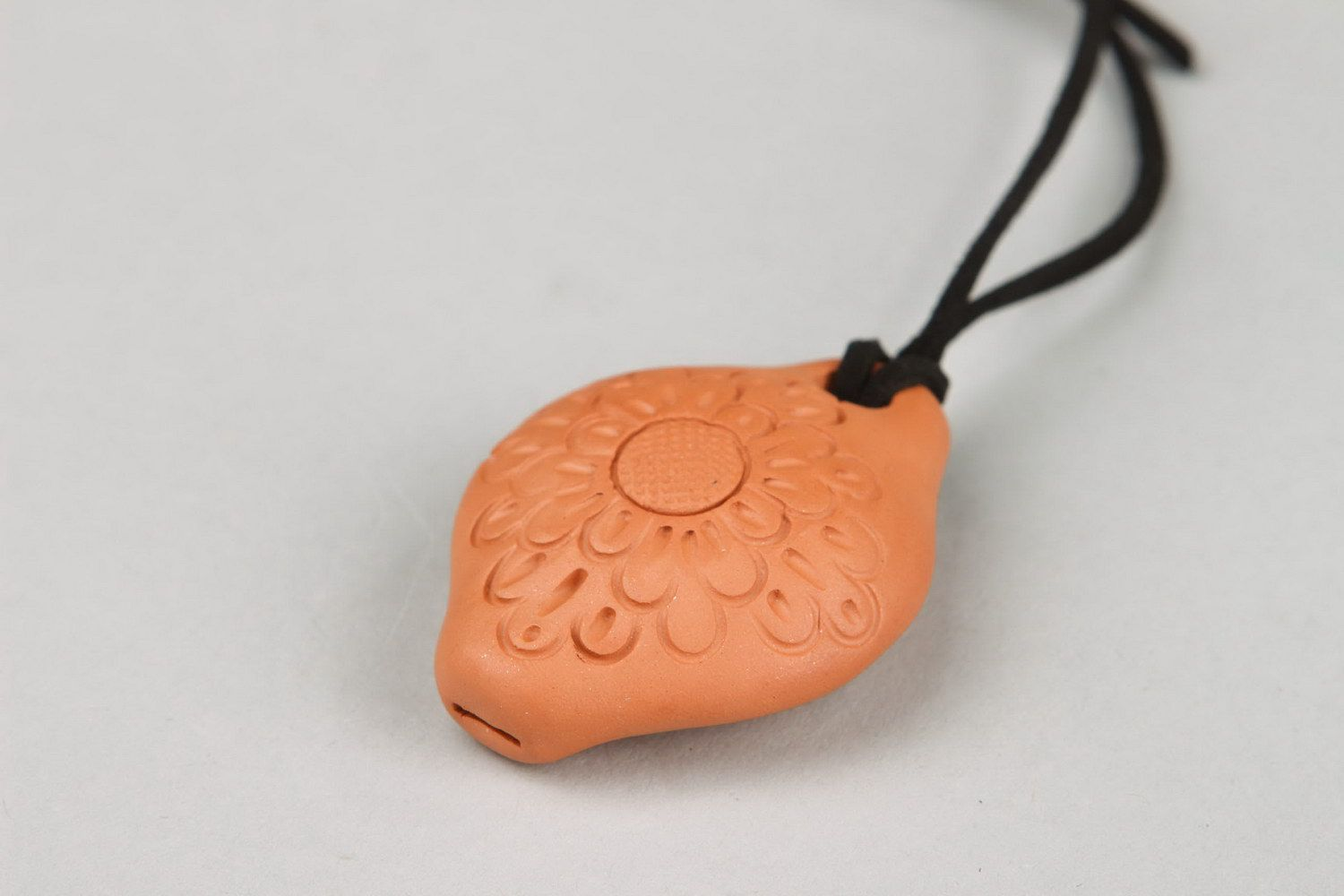 Ceramic tin whistle pendant with carving, 3 sounds photo 4